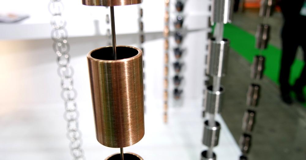 銅製の鎖樋