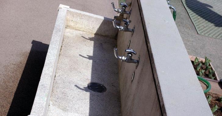 学校の手洗い場