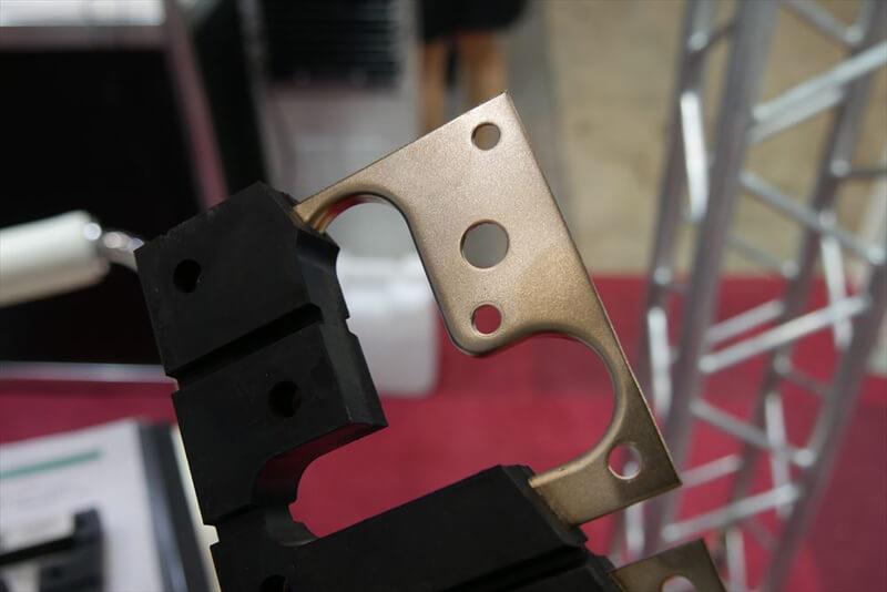 ゆれなーいの構造 : 金属板