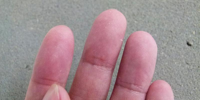 ジョリパット爽土 冬月仕上げ-触った指