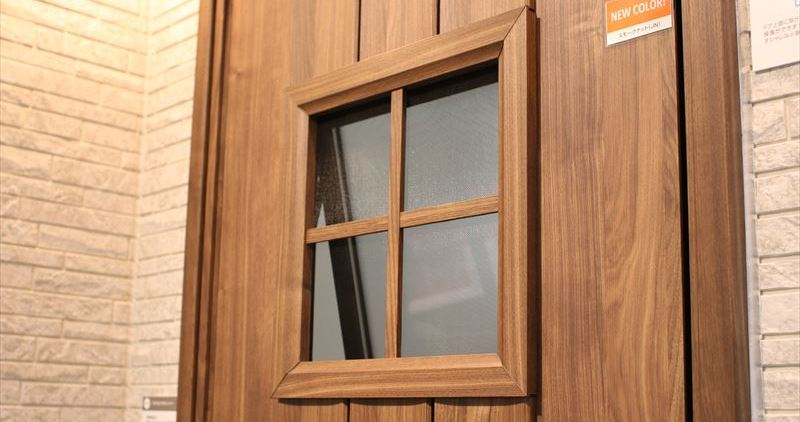 ファノーバ 小窓