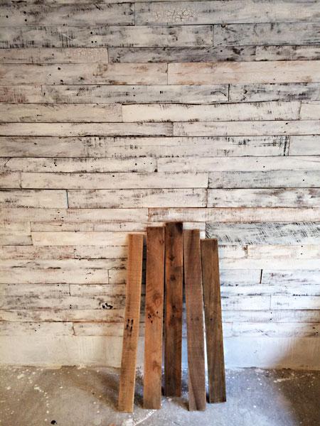 ショールームの壁に使われたパレット古材