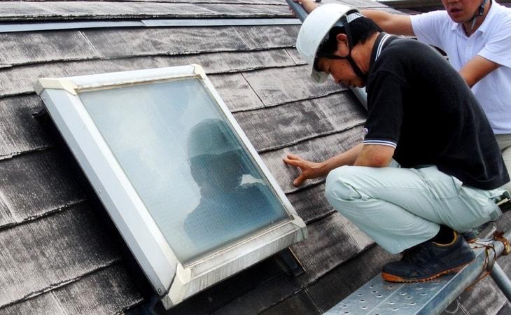 天窓の交換作業中の写真