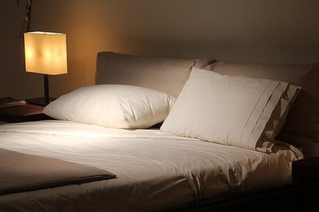 【オススメ】寝室壁紙の選び方!色、機能別に調べてみました。