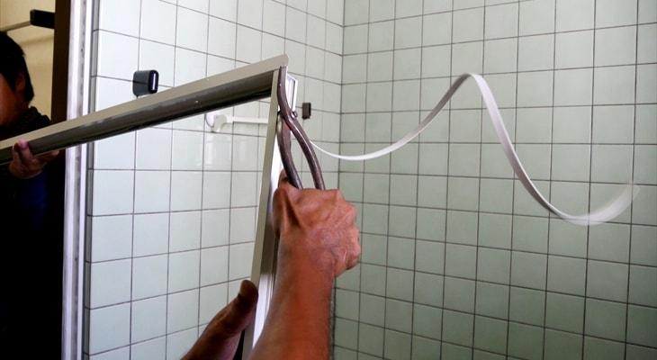 扉 交換 風呂 風呂のドアのパッキン交換を自分でする方法と劣化させないコツ