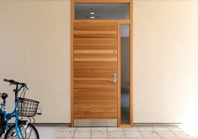 木製断熱玄関ドア_スペリオル_レッドシダーの乱貼り