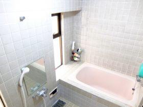 タイル張りの風呂