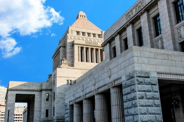 国会議事堂の外壁には国産石材が使われています。
