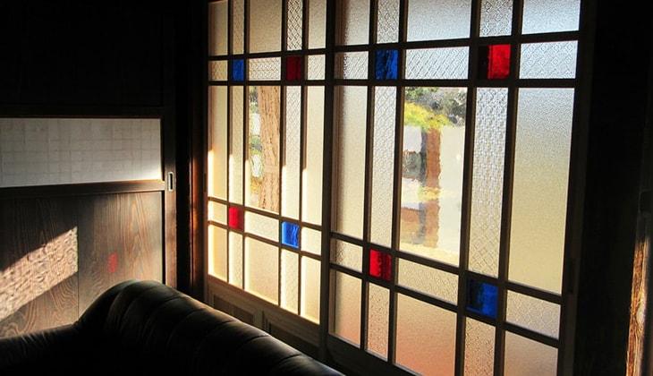 レトロなガラスを使った窓