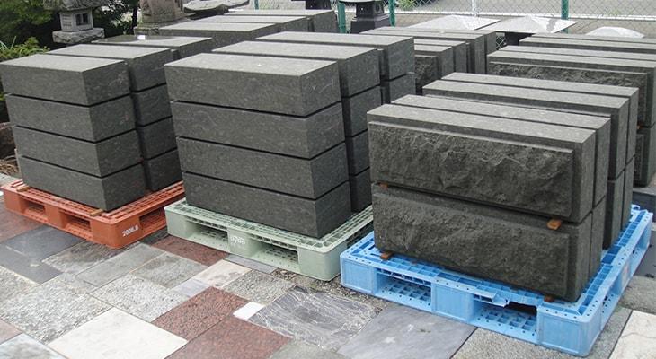 石垣に使う凝灰岩(別畑石)