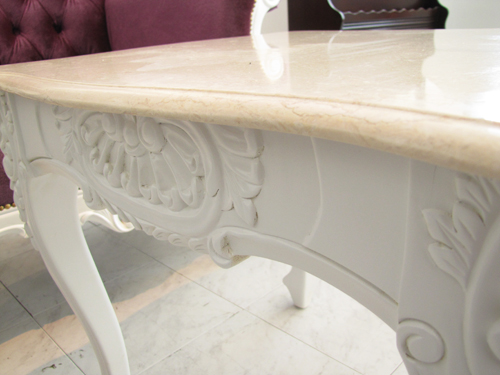 大理石のテーブル
