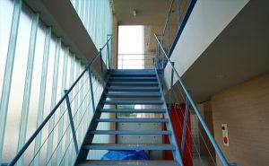 デザイナーズマンションの階段