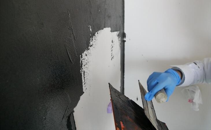 黒漆喰を塗った